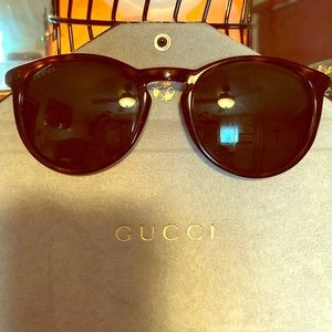 🌴Gucci Sunglasses & Case🌴